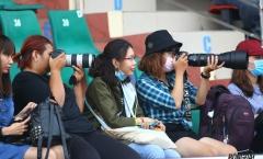 Fan nữ Sài thành sắm 'hàng khủng' săn đón tuyển thủ U23 Việt Nam
