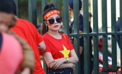 Chùm ảnh hotgirl bốc lửa cổ vũ ĐT Việt Nam