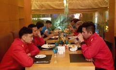 Đến Qatar: ĐT Việt Nam ăn nhanh, ngủ nướng đợi tới chiều tập luyện