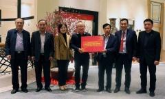 HLV Park Hang-seo nhận quà tặng của Thủ tướng