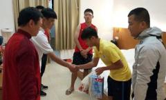 Đấm cầu thủ Trung Quốc khâu 6 mũi, đàn em Quang Hải vào bệnh viện xin lỗi