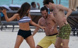 Marcos Alonso thư giãn cùng bạn gái trước chung kết Europa League