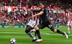 Stoke City 1-0 Arsenal: Pháo thủ tự bắn vào chân