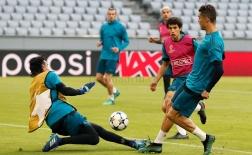 Buổi tập làm quen sân của Real Madrid trên Allianz Arena