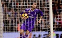 Chùm ảnh: Ronaldo lập công, Real vẫn thất thủ ở hang Dơi