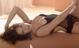 Không thể rời mắt khỏi mỹ nữ Natalia Belova bốc lửa