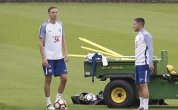 Matic xỏ giày ra sân tập, chờ Mourinho tới đón