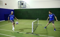 Dàn sao Leicester hăng say tập luyện từ 'nhà đến trường'