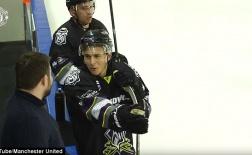 Chán dự bị ở M.U, Lindelof chuyển sang chơi hockey