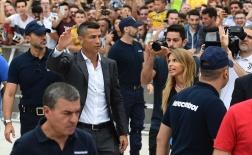 Ronaldo cực bảnh bao trước hàng nghìn cổ động viên Juventus