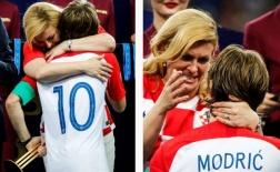 Tổng thống Croatia nghẹn ngào lau nước mắt cho Modric trên bục trao giải