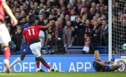 Khoảnh khắc tung chân 'chốt hạ' Chelsea, Martial có hành động bất ngờ
