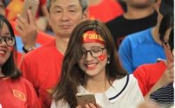 Lộ diện hotgirl 'kính cận' hút hồn NHM trong trận Việt Nam - Malaysia