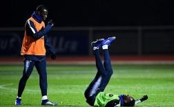'Trai hư' của Barca ngã chổng vó trên sân tập tuyển Pháp
