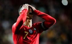 Thi đấu thất vọng, Ronaldo tìm đến người không ngờ để phàn nàn