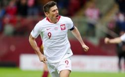 Piatek gọi Lewandowski trả lời, Ba Lan vững vàng trên đỉnh