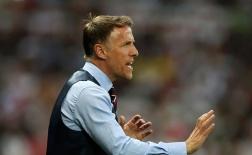Cựu cầu thủ Man Utd thể hiện sự 'vô đối' khi nắm tuyển nữ Anh