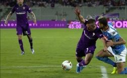 Phản ứng trọng tài, HLV Montella 'mở hàng' án phạt theo luật FIFA mới