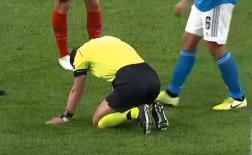Khuôn mặt đáng thương, trọng tài trận Atletico vs Juve gục ngã trên thảm cỏ