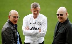 Nhà Glazer tháo chạy, CĐV Man Utd mở hội