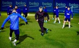 Tân HLV Barca bị 'hành' tả tơi trước các học trò