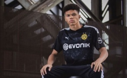 Nnamdi Collins: Trung vệ tuổi teen sáng giá của bóng đá thế giới