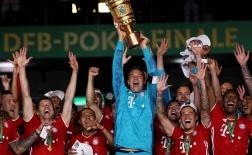 Neuer kiến tạo từ phần sân nhà, Bayern hoàn tất 'cú đúp' trong mùa giải