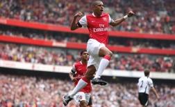 Trước Willian, những 'vũ công Samba' thể hiện ra sao tại Arsenal?