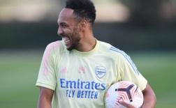 Gia hạn xong, Aubameyang phá lưới ầm ầm đủ kiểu trên sân tập Arsenal
