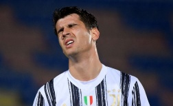 Alvaro Morata tuyệt vọng sau hat-trick bị từ chối