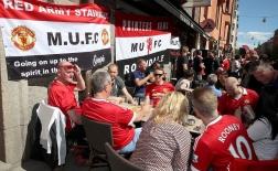 Chùm ảnh: CĐV Man Utd đại náo Stockholm, nhuộm đỏ Friends Arena