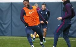 Sterling tươi như hoa, Man City quyết tâm hạ Huddersfield