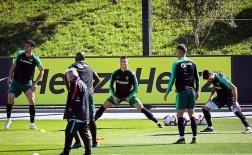Hội quân cùng Bồ Đào Nha, Ronaldo làm động tác 'trêu ngươi' UEFA