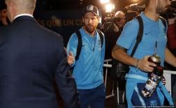 Phong cách thời trang 'lạ' của Messi ngày đến Sevilla