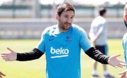 Cuối cùng, Messi cùng bày tỏ thái độ này trong buổi tập của Barca