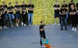 Hạ bệ Barca, dàn sao Valencia hân hoan khoe chiến tích khắp thành phố