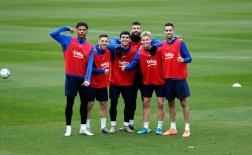 Trở về sau QBV, Messi trở thành 'nạn nhân' của dàn sao Barca