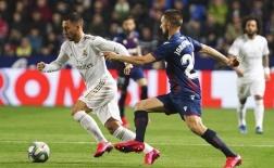 Hazard trở lại không cứu được CLB, Real mất ngôi đầu cho Barcelona