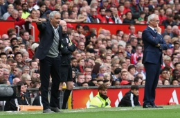 Mourinho thừa nhận Van Gaal vẫn 'ám' Man United