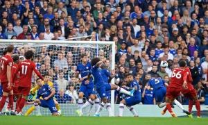 'Đôi cánh tử thần' giáng đòn, Liverpool hạ gục Chelsea ngay tại Stamford Bridge