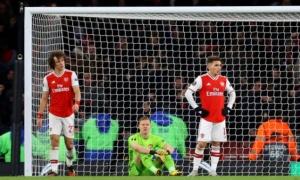 Thua thảm, fan Arsenal điên tiết: 'Tống khứ ngay tên của nợ đó'