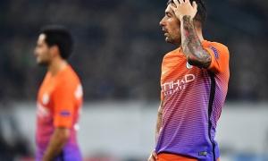 XÁC NHẬN: Guardiola 'đau đớn' nhìn Kolarov ra đi