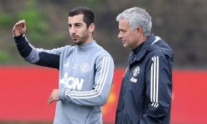 NÓNG! Mâu thuẫn bùng nổ, Mkhitaryan tranh cãi gay gắt với Mourinho