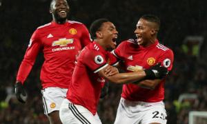 5 điểm nhấn Man United 3-0 Stoke City: Arsenal thôi mơ mộng; Người hùng thầm lặng