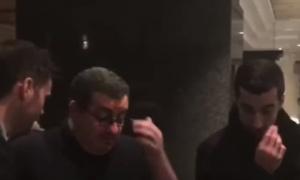Mkhitaryan rạng rỡ cùng người đại diện đặt chân tới London