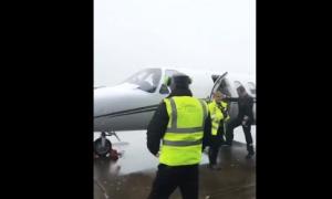 Sanchez vội vã lên phi cơ bay tới Manchester
