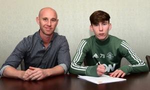 Chính thức: M.U trói chân thành công đội trưởng U17 Anh
