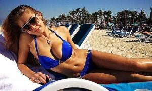 Vợ sexy thế này, sao tuyển Nga vẫn tòm tem với gái làng chơi?