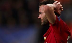 Phil Jones phản lưới nhà, Man United 'chạy trốn' ngôi đầu thành công