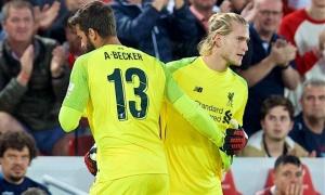 Vì Karius, 'người hùng' Alisson bày tỏ sự buồn bực với Liverpool